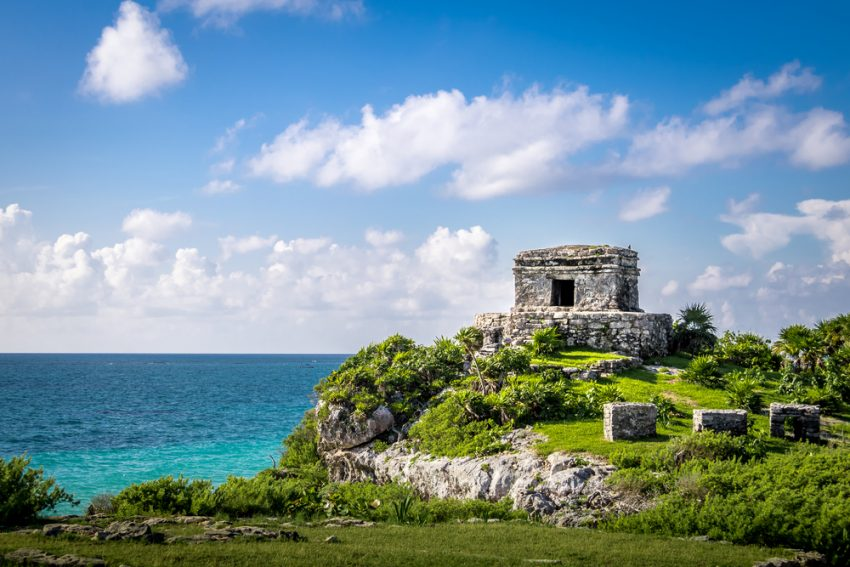 Mayan Ruins of Tulum in Mexico (c) Diego Grand / shutterstock