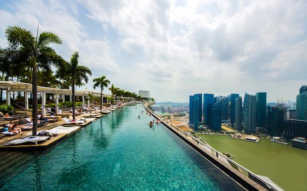 Des piscines d h tels les plus exceptionnelles morecast for Singapour hotel piscine sur le toit